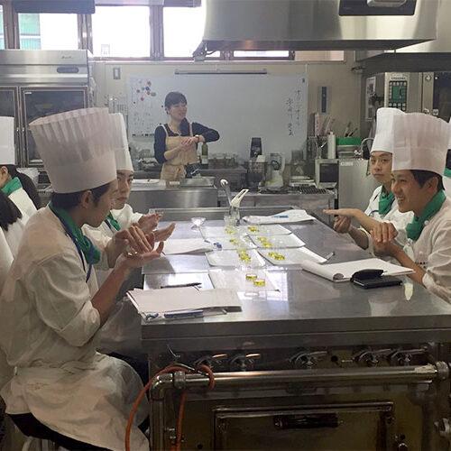 料理学校で講師